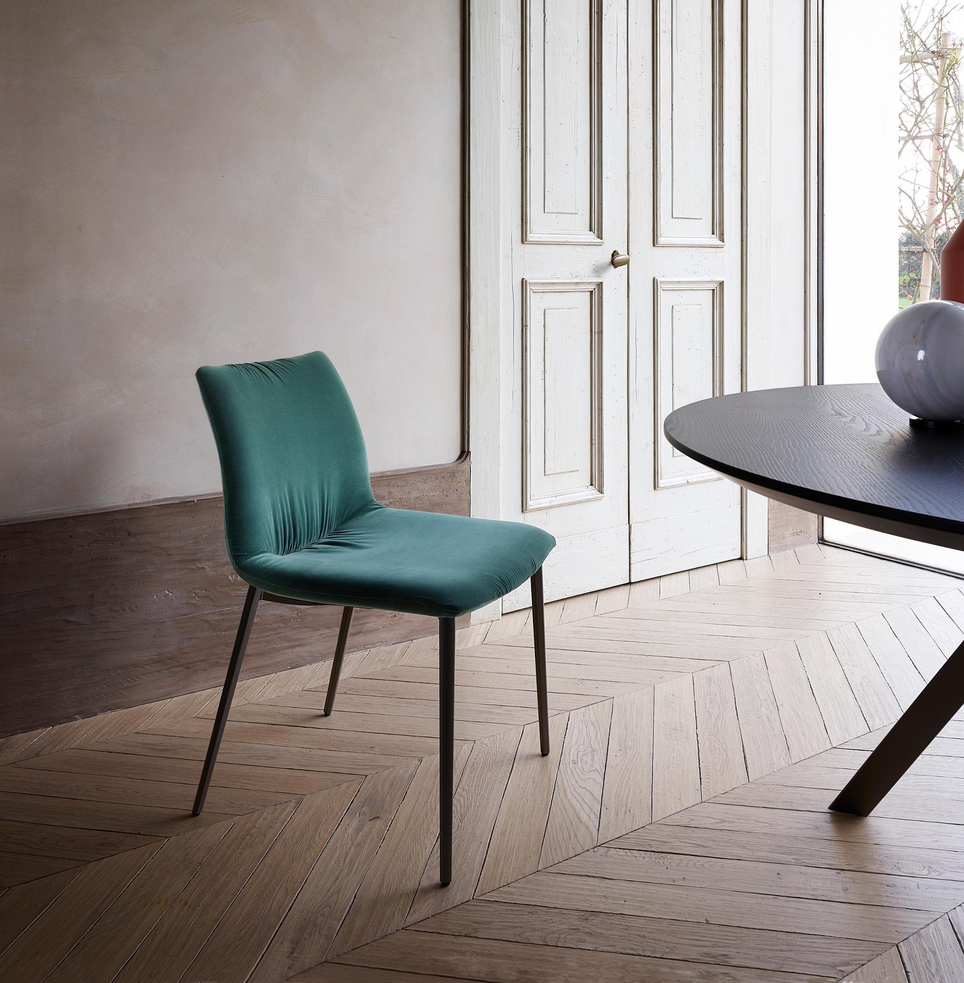 Sedie e sgabelli di design moderno modello 39 nirvana for Sedie design velluto