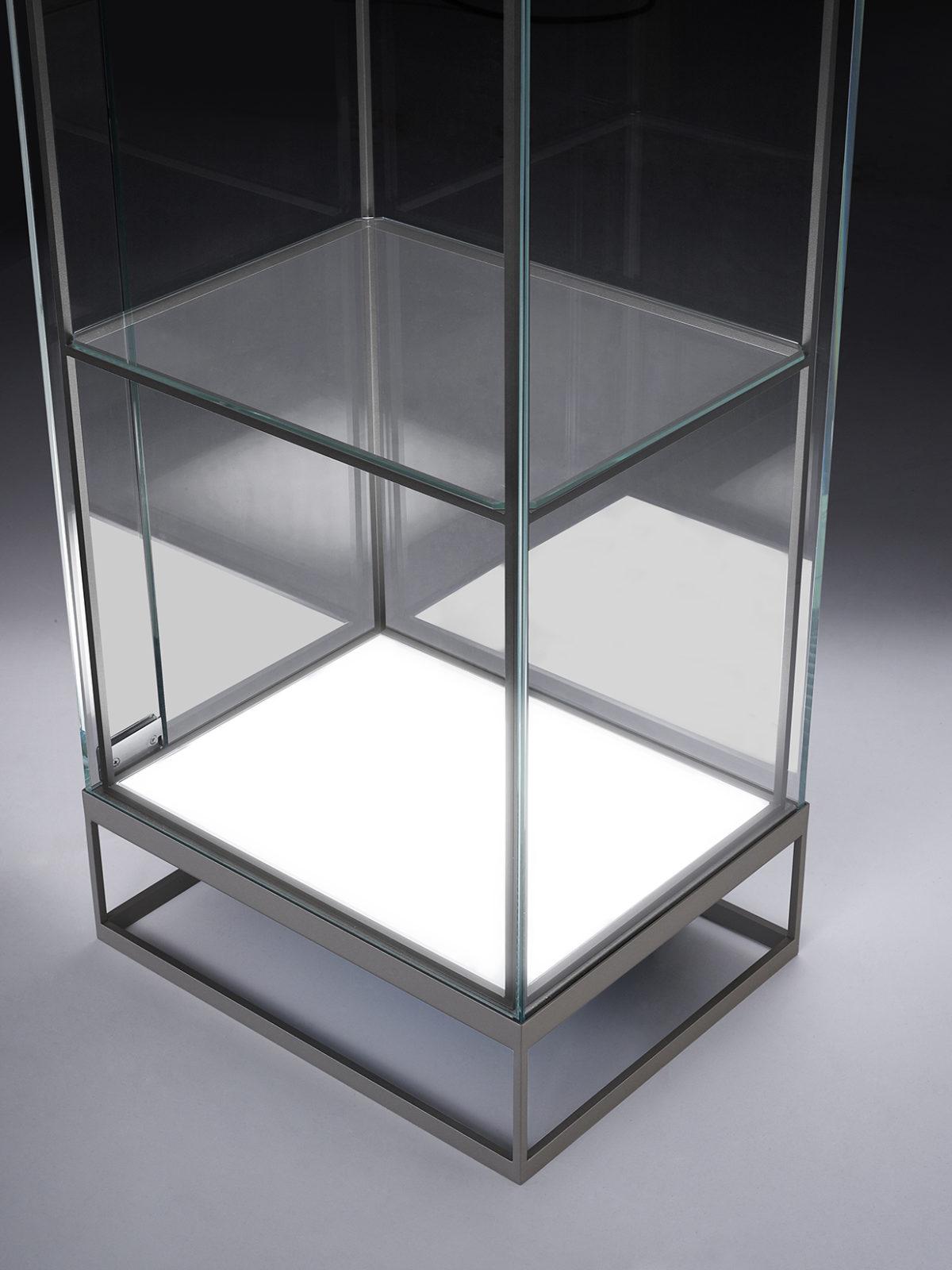 Display Cabinet Prima led lighted base detail